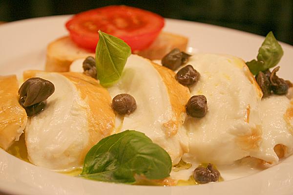 Mozzarella affumicata, olio e capperi